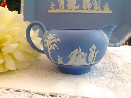 ♥ ~ ~ ♥ Anne crazy Antiquities British bone china Wedgwood jasper blue jasper relief Greek mythology milk pot - worth having