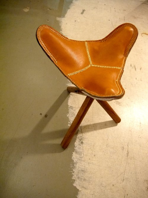 OMAKE leather upholstery three-legged stool Storage