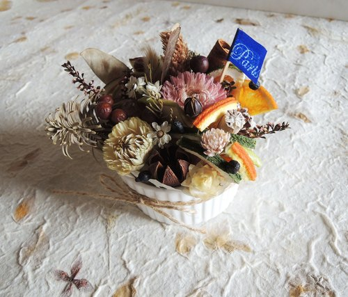 ‧ sweet candied dried fruit ring hand-made chocolate pine cones straw white chrysanthemum small tower roasted sweet blackberry and dried flowers brulee pudding cup cup wedding small objects