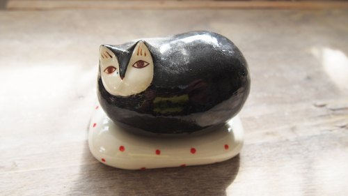 Little Cat vase l ceramics l May&Clay Ceramics Studio