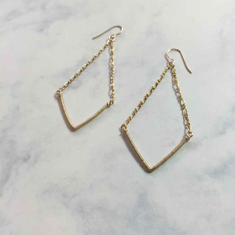 Ba Sailong That Street Chevron Simple Earrings 14k Gold Note