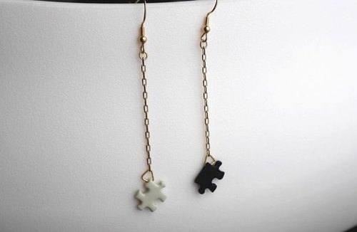 Puzzle White × Black Blanco Long earrings