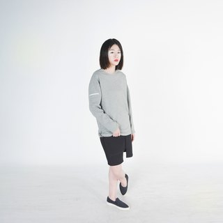 Zelia Asymmetrical Sleeves Patched Sweatshirt