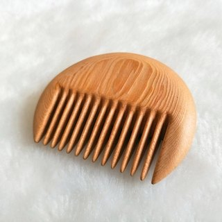Moment木們-Talkwood--handheld/palm-based CIRCLE comb(Taiwan. Hinoki)
