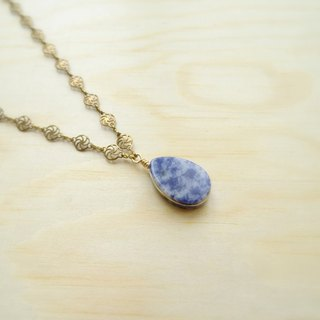 Downton-Summer。Sodalite Flat Teardrop Pendant Filigree Antique Bronze Necklace