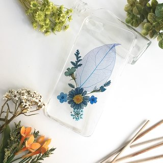 Blue out of blue:: pressed flower phone case