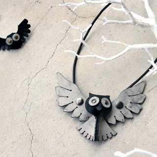 Follow Mie-U Fly I Fly - Owl bird leather necklace - big eyes section - black rub Leiolepis