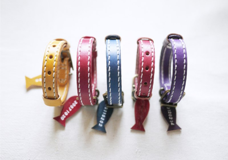 Handmade Leather Cat Collar,Pet Collar  sizeS  Engraving service for FREE.