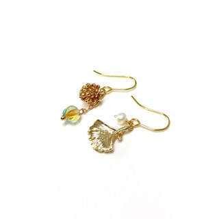 [If Sang] [Autumn. Story] pinecone. ginkgo. Imported glass beads. Hand made asymmetrical earrings