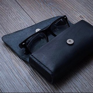 """Many people watching you ""glasses case"