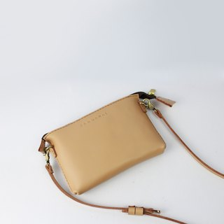 Zemoneni leather unisex shoulder bag in Beige color
