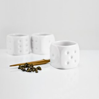 18 Le tea cup (2 into a group)