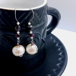 Pomegranate on pearl earrings ◎