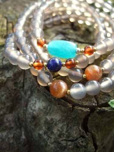 ♦ My.Crystal ♦ break and time. 108 sub-four turns gray Chalcedony Bracelet (with amazonite, lapis lazuli, spessartine)