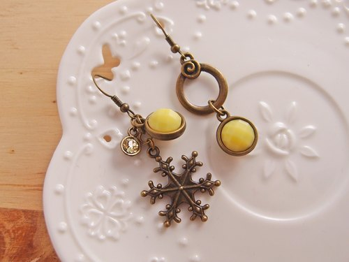 Merry Christmas! ◎ diamond snowflake x x x yellow protein gem pin clip earrings] ● Christmas gift exchange
