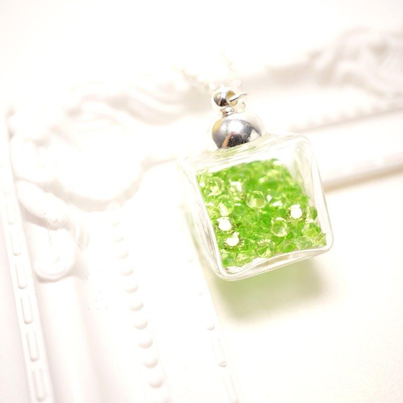 A Handmade 翠綠色正方體玻璃頸鏈