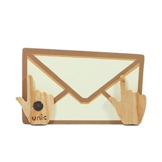 Unic natural wood modeling magnet (mouse finger) + boutique gift card