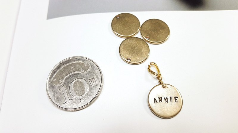 "Passenger lettering brass round card (case in English, numbers, love, stars) can be double-sided marking ""Valentine's Day / Christmas gift"" 【Customized】"