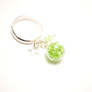 A Handmade glass pendant emerald crystal ball ring