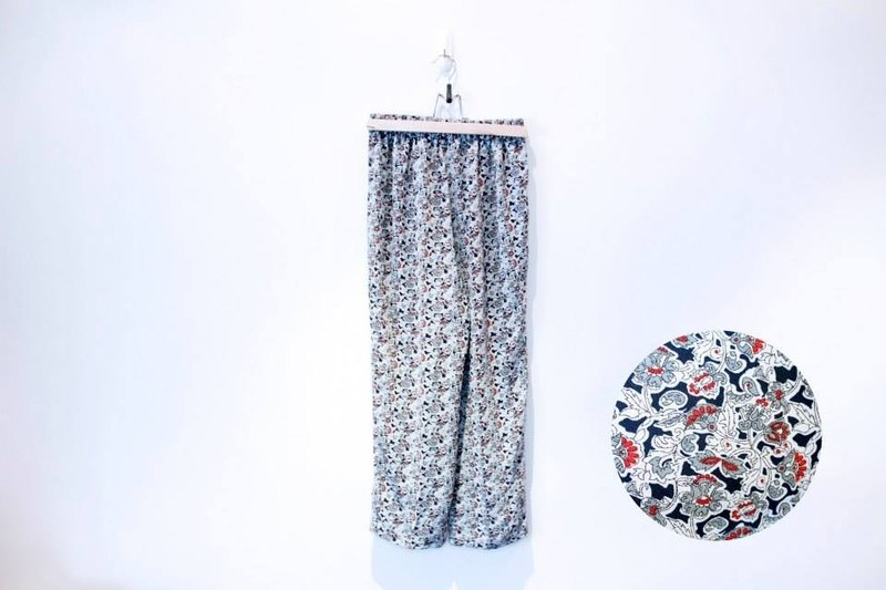 {::: Giraffe giraffe who :::} _ white with black flowers green red vintage wide pants