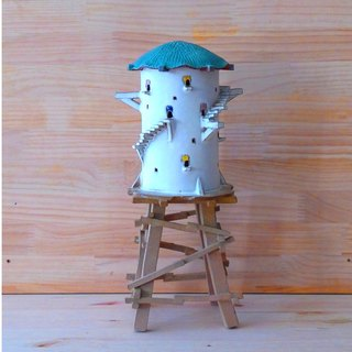No. 7 barn white house ceramic lamp blue roof