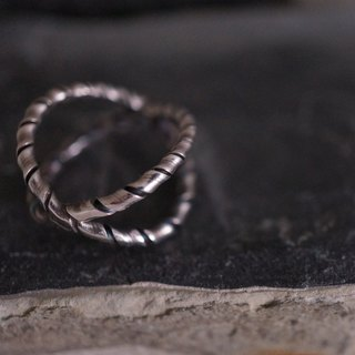 【janvierMade】Crossing Space Sterling Silver Ring / Contemporary Artisan Ring / 925 Sterling Silver Handmade