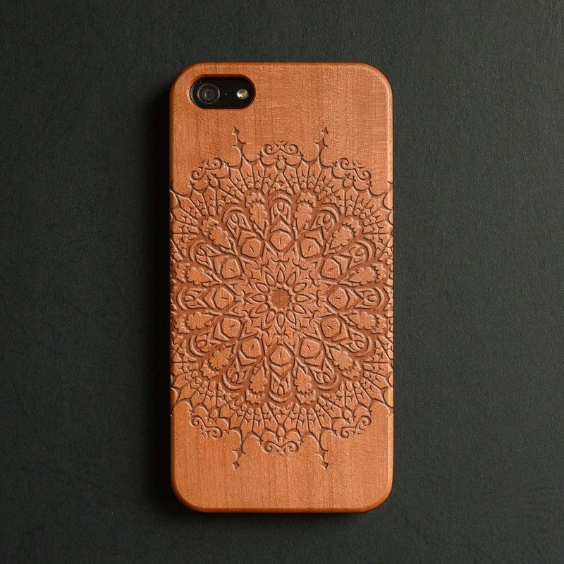Real wood engraved iPhone 6 / 6 Plus case mandala S011