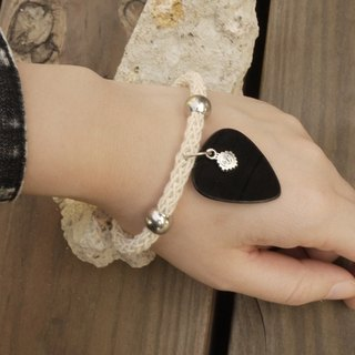 Vinyl guitar shrapnel Pick white cotton knit Ladies Bracelet