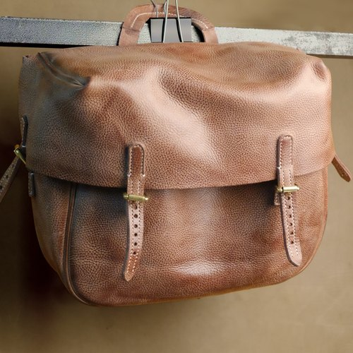 Handmade vegetable tanned leather shoulder bag