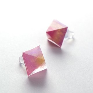 Pyramid-shaped earrings (reddish pink)