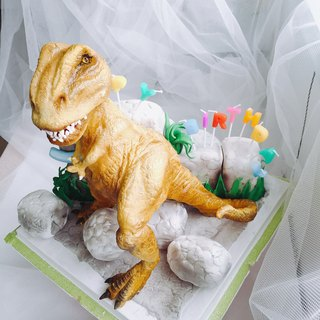 Tyrannosaurus models turned sugar cake