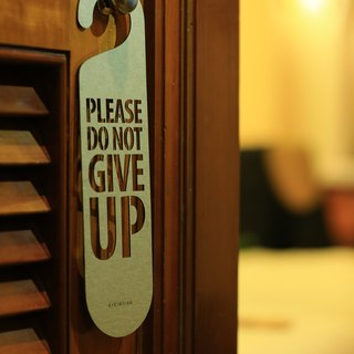 "[EyeDesign see design] a word door hanging ""PLEASE DO NOT GIVE UP"" D02"