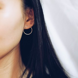 Minimal Round Earrings in Sterling Silver
