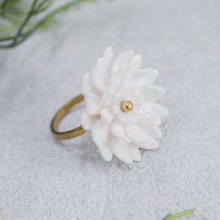 Mum ~ white porcelain flower ring ~ size M