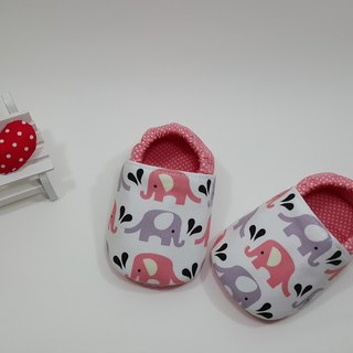 Elephant in water spray baby shoes (pink)