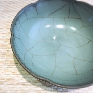 Xiaohong Cheng teacher Binglie handmade celadon water side