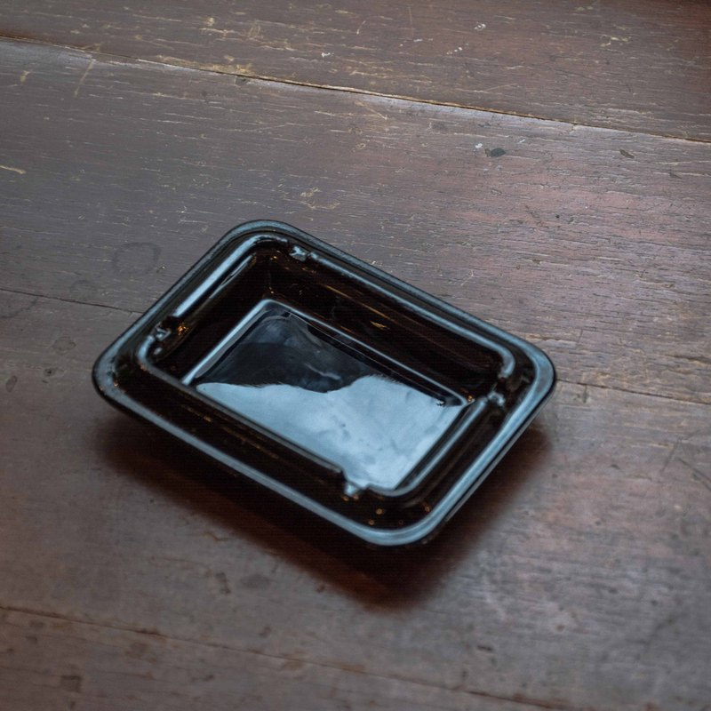 SECLUSION OF SAGE / quiet - black glass dish