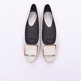 [Fashionism] leather buckle style gold and flat shoes _ fine white