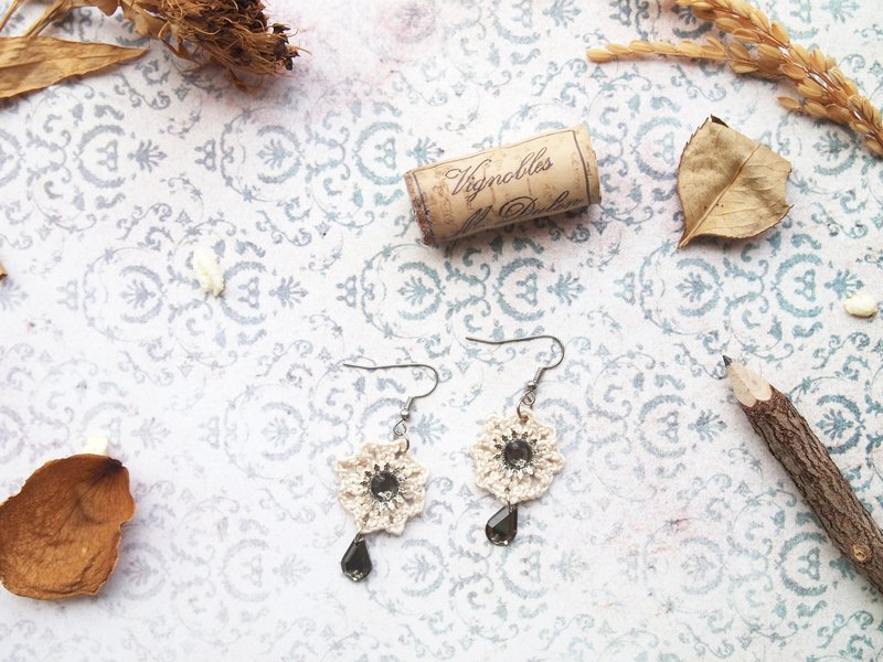 Retro hand-woven wool with white Japanese rice brown amphibole anise flower earrings BE014