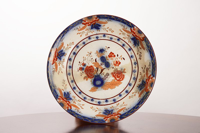 Beautiful decorative plate from the Persian collection made by  Petrus Regout