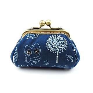 Owl of the world long type of gold package purse
