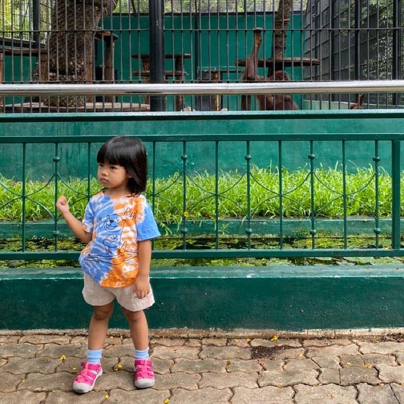 KiKi Otter橙色和藍色Tiedye兒童T卹