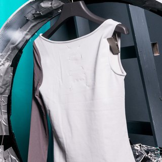 Silver gray single-sleeve vest