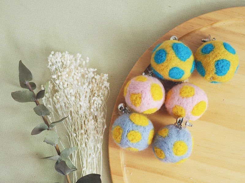 Moldy series wool felt earrings (three colors)