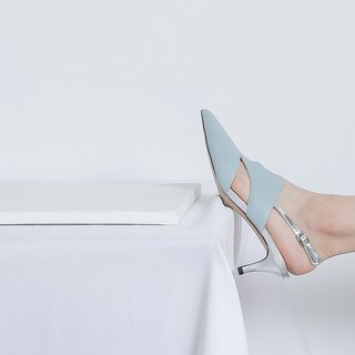 V-port side digging minimalist low heel sandal blue