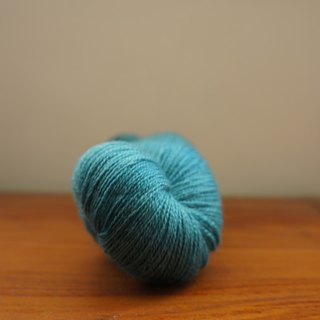 Hand-dyed lace line. Between blue and green (BFL / Silk)