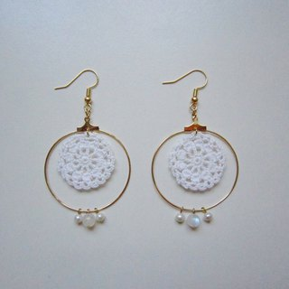A curtain of dreamy woven lace pearl earrings