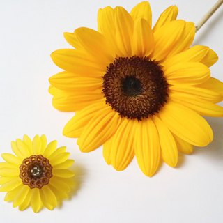 Sunflower brooch yellow · black