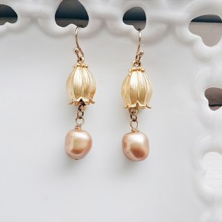 momolico earrings orchid flower pearl gold (can change the clip)