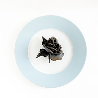 Corsage : Rusted rose. (Black)